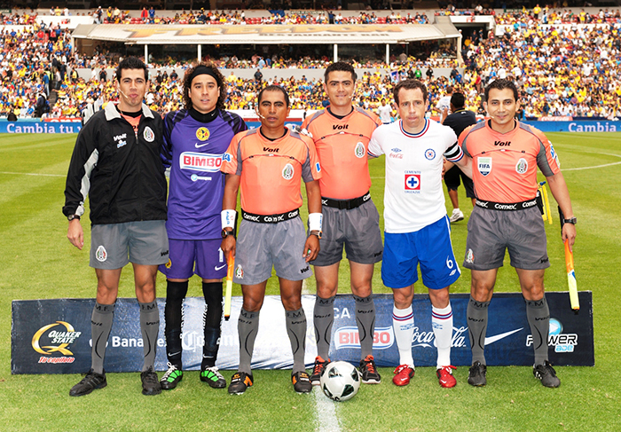 capitanes de club America vs Cruz Azul Ochoa